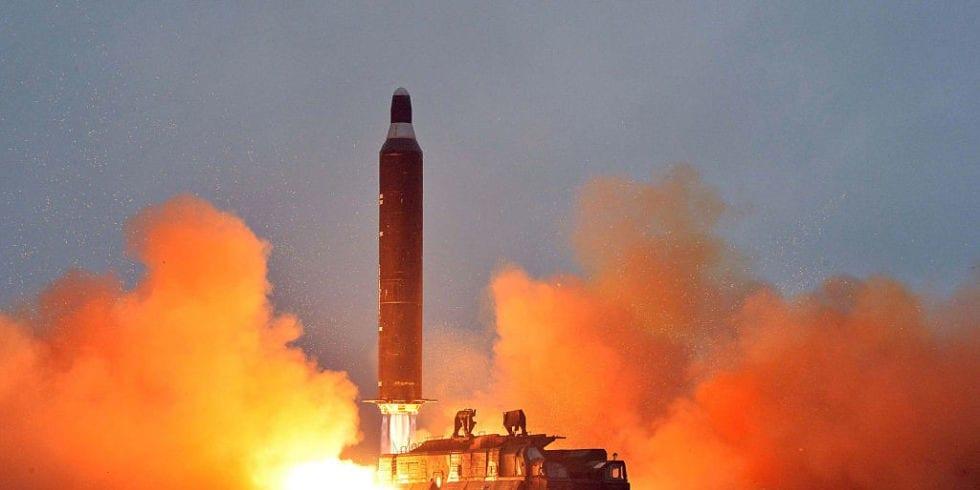 """Βόρεια Κορέα: Πάτησε και πάλι το """"κουμπί""""- Πύραυλος πάνω από την Ιαπωνία"""