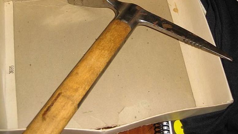 Αυτό είναι το τσεκούρι που σκότωσε τον Τρότσκι! - Η άγρια δολοφονία του