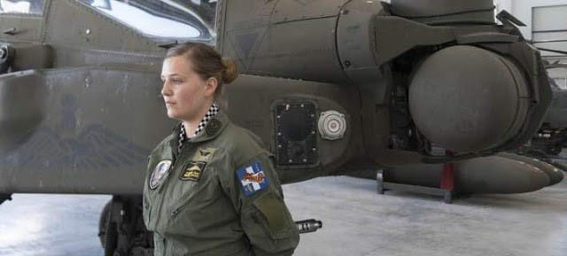 """Αεροπορία Στρατού: Μια γυναίκα στην φωλιά των """"Απάτσι"""""""