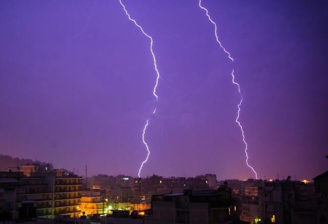 Καιρός: Προσοχή στις απογευματινές καταιγίδες