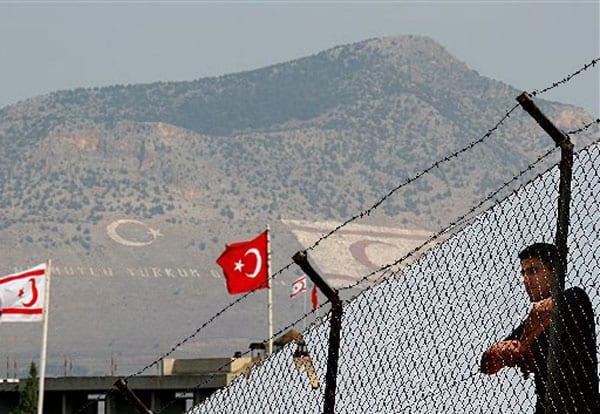 """Ο Ερντογάν """"ξαναχτυπά""""- Νέες συλλήψεις """"φίλων"""" του Γκιουλέν σε Τουρκία και Κατεχόμενα"""