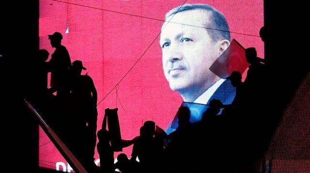 Το σχέδιο Ερντογάν: Κυκλώνει την Ευρώπη από τον Έβρο μέχρι την Λιβύη
