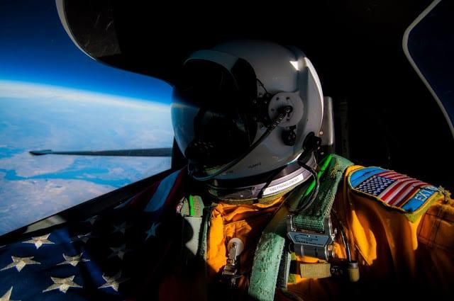 """Αμερικανός πιλότος """"έφτασε"""" στο διάστημα - ΑΠΙΣΤΕΥΤΕΣ ΦΩΤΟ"""