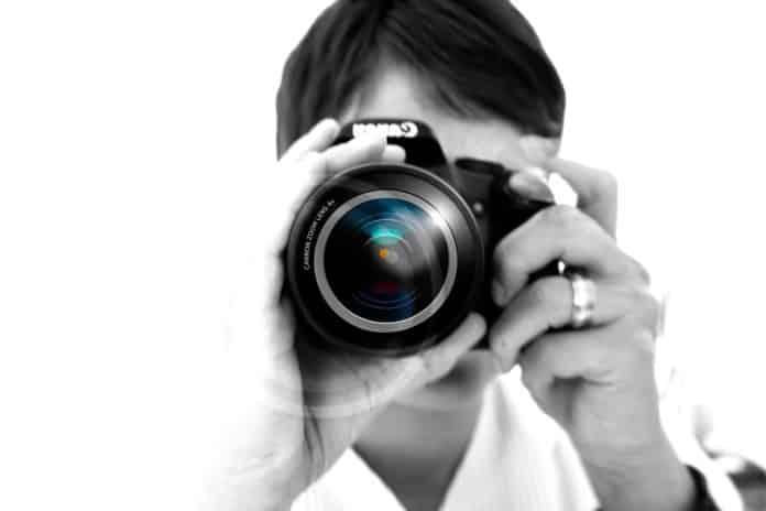 Έλληνες φωτορεπόρτερ κατά ΥΠΕΞ Η φωτογραφία που προκάλεσε τα