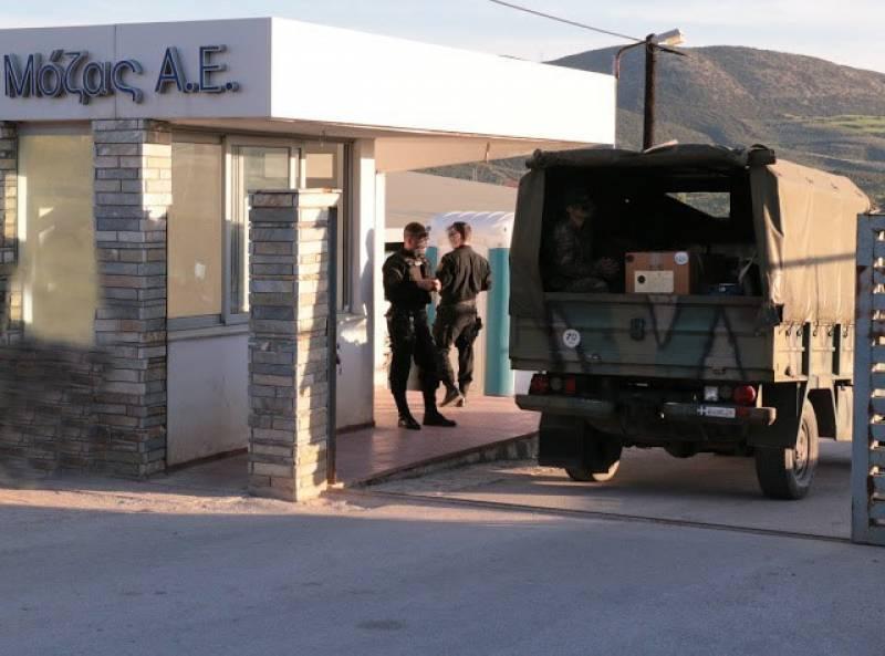 Βόλος: Ένταση με μετανάστες στο «ΜΟΖΑΣ» - Εγκλωβισμένοι στρατιωτικοί