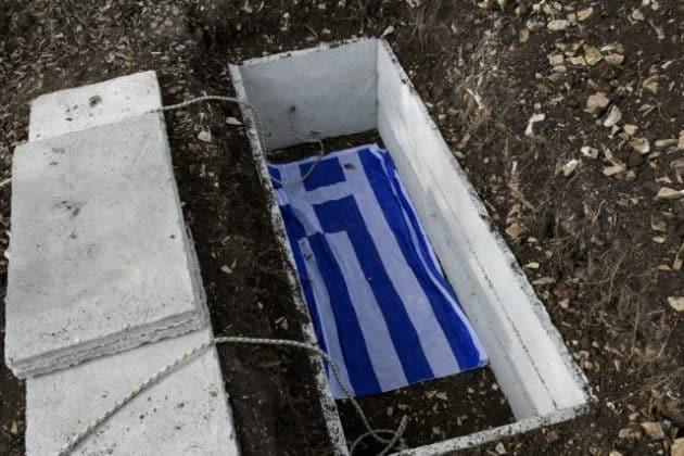 Κατσίφας: με τον ελληνικό ύμνο ξεκίνησε η κηδεία