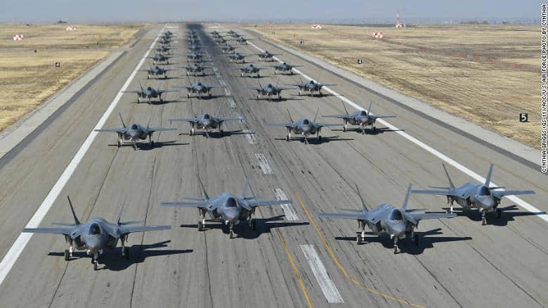 F-35 Lightning II: Έκανε το βήμα του ελέφαντα (video)