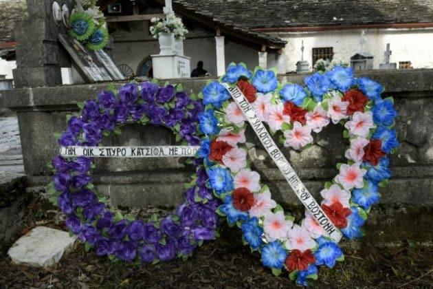 Κατσίφας: με τον ελληνικό ύμνο ξεκίνησε η κηδεία 1 Κατσίφας: με τον ελληνικό ύμνο ξεκίνησε η κηδεία