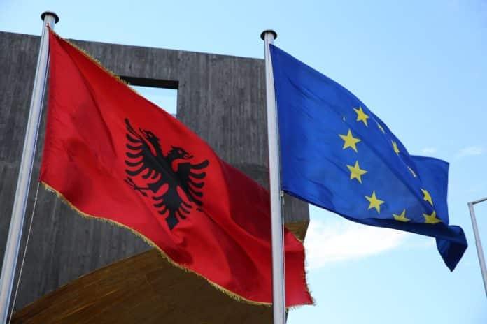 Αλβανία: Εξετάζεται ένταξη στην ΕΕ από τον Ιούνιο του 2019 μαζί με την ΠΓΔΜ