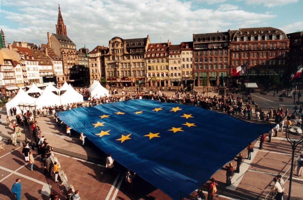 8 Δεκεμβρίου 1955: Καθιερώνεται η Σημαία της Ευρώπης