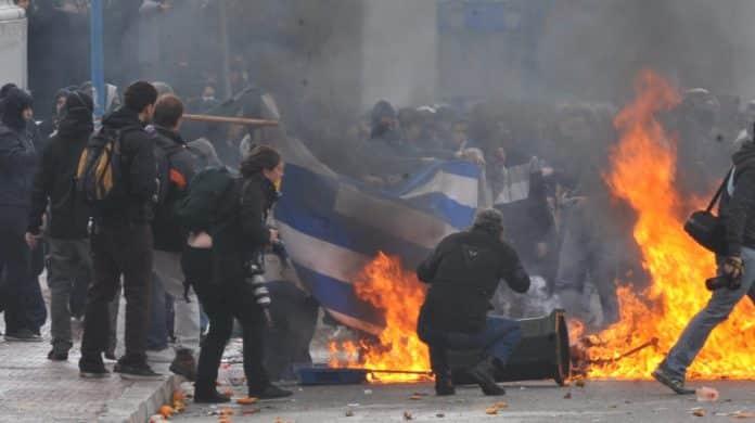 Επέτειος Γρηγορόπουλου: Κάηκε η Αθήνα - 13 συλλήψεις 3 τραυματίες