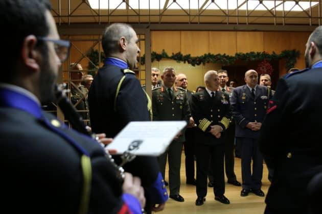 Κάλαντα στο υπουργείο Εθνικής Άμυνας και στο ΓΕΕΘΑ