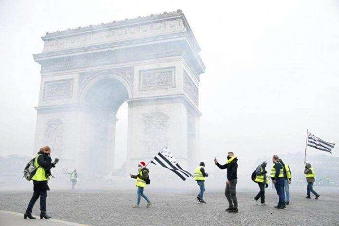 Παρίσι κίτρινα γιλέκα αντάρτικο πόλεων