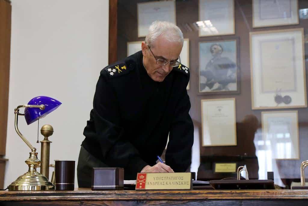 Αρχηγός ΓΕΣ: Ο αντιστράτηγος Καμπάς σε Ειδικές Δυνάμεις - Πυροβολικό