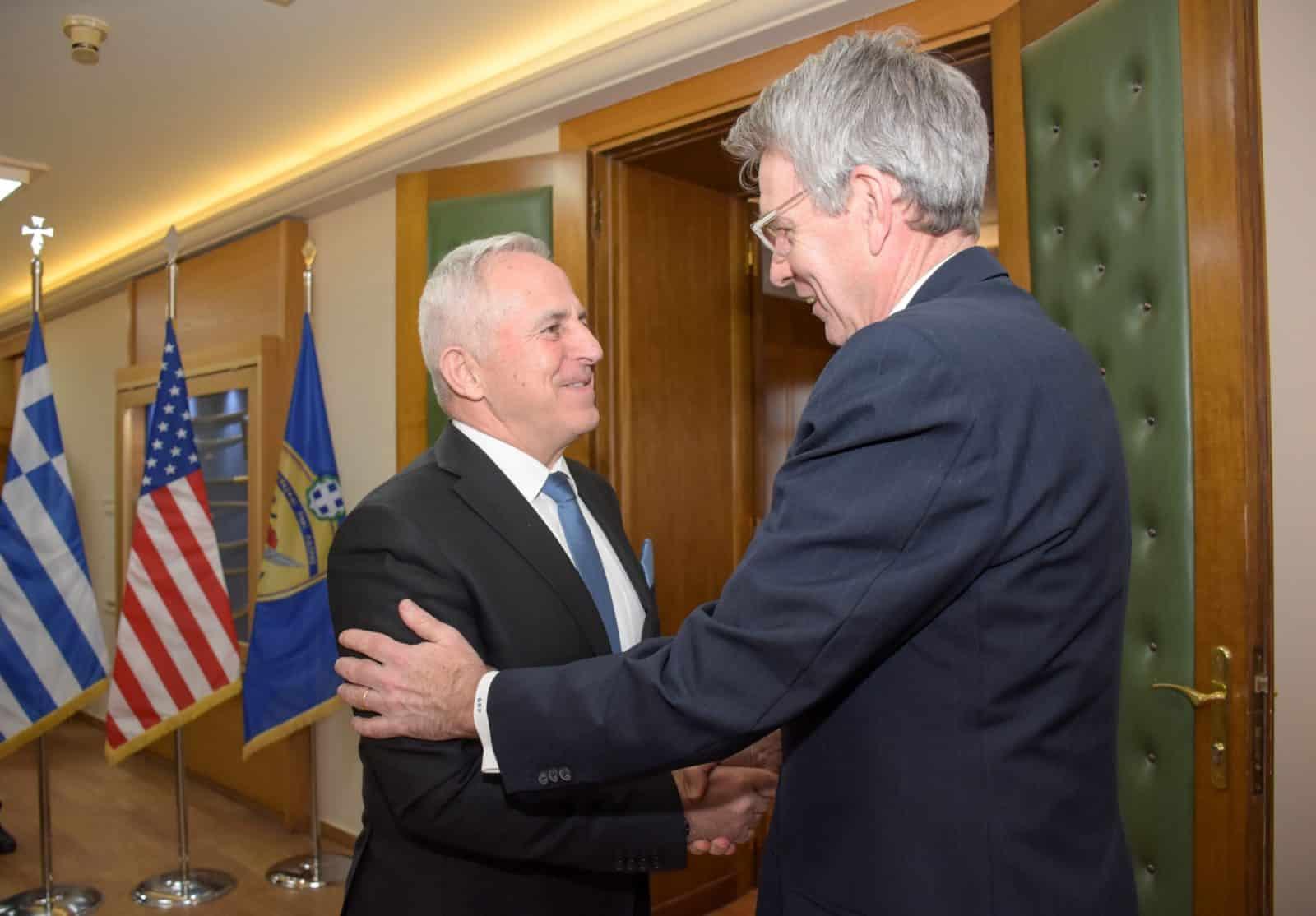Αποστολάκης - Πρώτη συνάντηση με διπλωμάτη: ο Αμερικανός πρέσβης