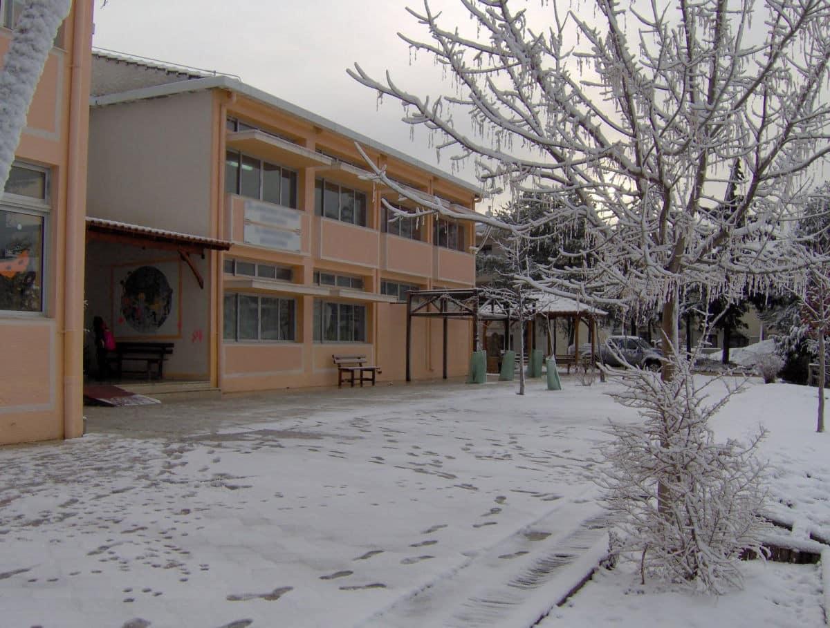 Κλειστά σχολεία Δευτέρα 18 Ιανουαρίου από χιόνια και κακοκαιρία καιρός Κλειστά σχολεία σήμερα 6 Φεβρουαρίου - Κακοκαιρία - Χιόνια - Καιρός Κλειστά σχολεία λόγω κακοκαιρίας 25 Φεβρουαρίου 1 Ιανουαρίου Θεσσαλονίκη Λάρισα Κλειστά σχολεία - 9 Ιανουαρίου - Αθήνα - Αττική - Θεσσαλονίκη - Ελλάδα