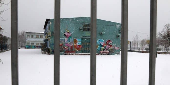 Κλειστά σχολεία - Θεσσαλονίκη ΤΩΡΑ - Ξεκίνησε να χιονίζει