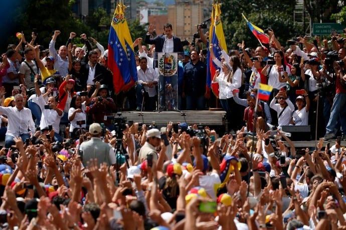 """Βενεζουέλα: Επιχείρηση ανατροπής του Μαδούρο με τις """"πλάτες"""" Τραμπ - Αναγνώρισε τον ηγέτη της αντιπολίτευσης ως νόμιμο πρόεδρο!"""