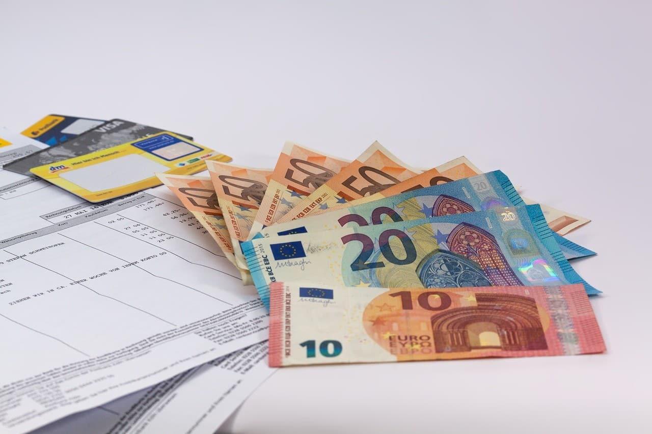 Φορολογική δήλωση 2019: Τι αλλάζει στο Ε1 - Πότε ανοίγει το Taxisnet Αναδρομικά δώρα και επιδόματα: Τα ποσά - Πότε και πώς θα πληρωθούν