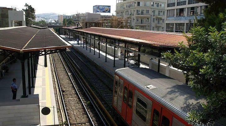 Απεργία Πέμπτη 17 Οκτωβρίου: Στάση Εργασίας ΜΜΜ: Μετρό ΗΣΑΠ ΗΣΑΠ: Δρομολόγια ηλεκτρικού μέχρι Ειρήνη Απεργία μετρό: Τι ώρα ανοίγει - Απεργία λεωφορείων - ΗΣΑΠ - Τρόλεϊ Απεργία ΗΣΑΠ 24 Σεπτεμβρίου: Κλειστός ο ηλεκτρικός σιδηρόδρομος Απεργία ηλεκτρικός σήμερα & Απεργία Μετρό και ΗΣΑΠ 31 Μαϊου Πρωτομαγιά 2019: Μόνο μετρό και τραμ στην Αθήνα Απεργία ΗΣΑΠ αύριο - Τι ώρα είναι η στάση εργασίας ΗΣΑΠ