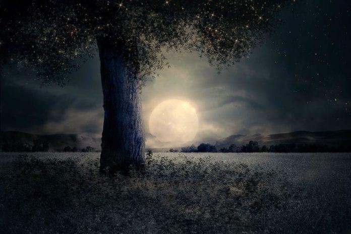Πανσέληνος Σεπτεμβρίου την Παρασκευή και 13 - Harvest Moon Πανσέληνος σήμερα 19 Φεβρουαρίου Είναι εντυπωσιακή και ...χιονισμένη
