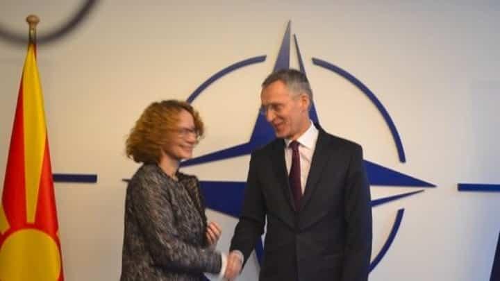 Βόρεια Μακεδονία: Τι δηλώνει η ΥΠΑΜ πριν συναντήσει τον Αποστολάκη