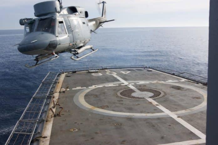Πιλότος του Ναυτικού έβγαλε τα μάτια του με πηρούνι