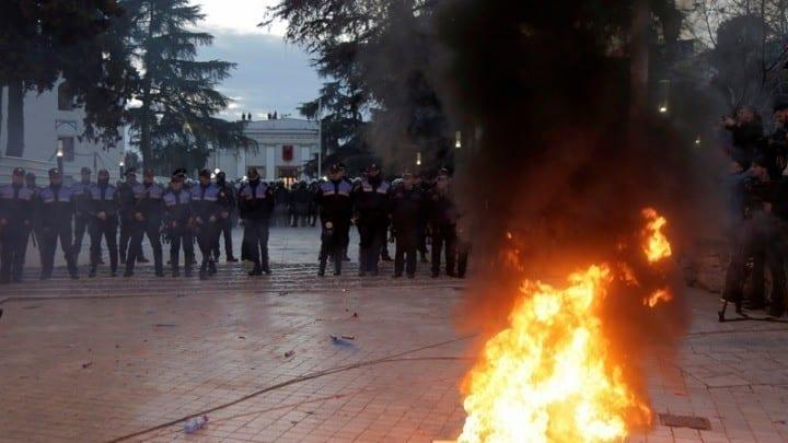Αλβανία: Βίαια επεισόδια σε διαδήλωση κατά του Έντι Ράμα