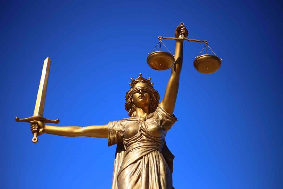 Προαγωγές δικαστικών γραμματέων: Ποιος είχε «μπάρμπα στην Κορώνη»; Γνωρίζει ο αρχηγός ΓΕΕΘΑ και ο υπουργός Εθνικής Άμυνας τι έχει συμβεί; 80 ΑΔΤΕ: Δυο κατηγορούμενοι για έλλειμα των €220.000 - Δικάζονται στο Τριμελές Εφετείο Κακουργημάτων Ρόδου Μισθολόγιο Στρατιωτικών: Νέα μάχη ΠΟΕΣ στο ΣτΕ - Μήνυμα σε ΠΟΜΕΝΣ Καταργούνται στρατοδικεία με Προεδρικό διάταγμα