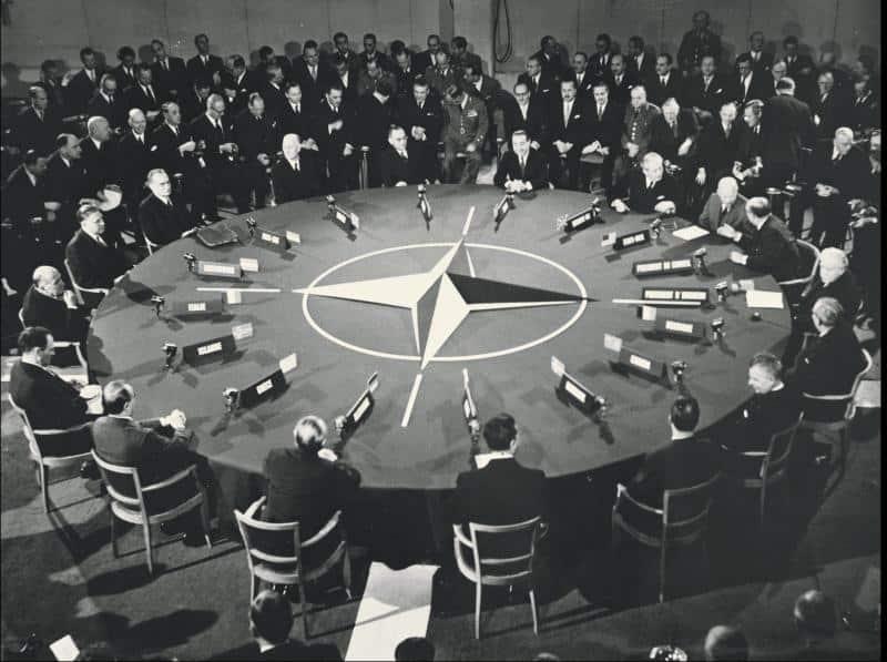4 Απριλίου 1949 - Ιδρύεται το ΝΑΤΟ με υπογραφές 12 χωρών