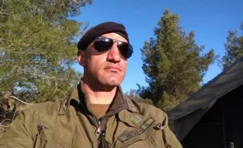 Ίλαρχος Μεταξάς: Με τα χέρια ψάχνουν στην Κόκκινη λίμνη Ίλαρχος Νίκος Μεταξάς: 20 μέρες φρίκης - Εξελίξεις Στρατιωτικός δολοφόνος: Παρέμβαση Αξιωματικών Κυπριακού Στρατού