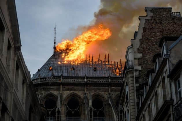 Notre Dame: Παναγιά μου.... Οι εικόνες της καταστροφής - Παγκόσμια Θλίψη