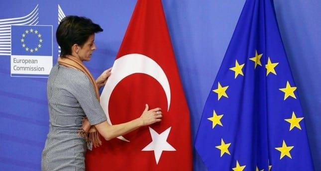 Η έκκληση Ερντογάν για μποϊκοτάζ σε γαλλικά προϊόντα αντίθετη με την ΕΕ Η Ευρώπη εξαρτάται από την Τουρκία - Γιατί αποφεύγει τις κυρώσεις Τουρκία: Τα ευρωπαϊκά μέτρα δεν κάμπτουν τη στάση της «Χαστούκι» στην Τουρκία από την Κομισιόν για Κύπρο και Αιγαίο Ευρωπαϊκή Επιτροπή: Η Τουρκία παραμένει υποψήφια προς ένταξη χώρα