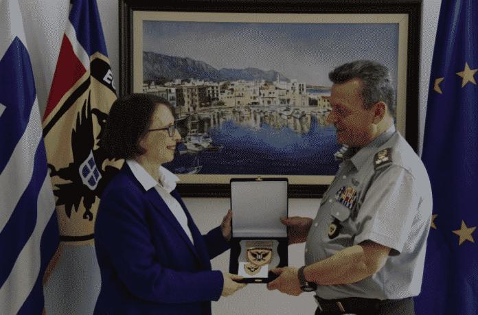 Η πρέσβης των ΗΠΑ στο Στρατηγό Λεοντάρη - Μήνυμα στην Τουρκία