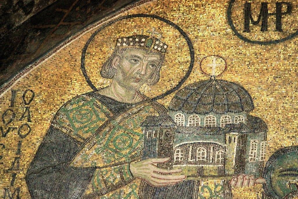 7 Μαϊου 558: Κωνσταντινούπολη Καταρρέει ο τρούλος της Αγίας Σοφίας