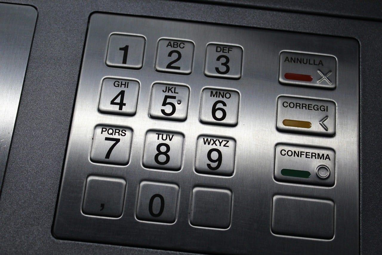 Τραπεζικές αναλήψεις από ΑΤΜ: Οι νέες χρεώσεις από 1/7/2019