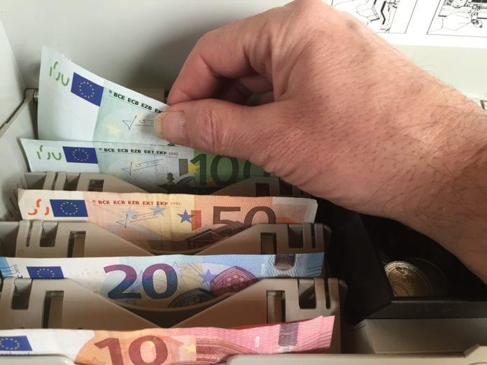 Συντάξεις χηρείας Μαρτίου 2020 Πληρωμή Ποιοι θα δουν αναδρομικά αυξήσεις επιδόματα Πληρωμή ΚΕΑ Νοεμβρίου 2019 Επίδομα Ενοικίου, Προνοιακά ΟΠΕΚΑ Την ερχόμενη εβδομάδα μπαίνουν τα χρήματα στους λογαριασμούς των δικαιούχων ΚΕΑ Νοεμβρίου 2019 - Επίδομα ενοικίου παιδιού ΟΠΕΚΑ προνοιακά επιδόματα- Πληρωμή - Ποιες ημερομηνίες μπαίνουν τα προνοιακά επιδόματα Σύνταξη Οκτωβρίου 2019 ΙΚΑ-ΟΑΕΕ-ΟΓΑ Επικουρικές ΚΕΑ Σεπτεμβρίου Επίδομα ενοικίου - ΚΕΑ Αυγούστου 2019 - ΟΠΕΚΑ Α21 - ΟΠΕΚΕΠΕ Πληρωμή συντάξεων ΙΚΑ-ΟΑΕΕ-ΟΓΑ-ΝΑΤ-Δημοσίου Σεπτεμβρίου 2019 Συντάξεις Αυγούστου 2019 Ημερομηνίες ΟΑΕΕ-ΙΚΑ-ΕΦΚΑ-ΟΓΑ-ΝΑΤ ΚΕΑ Επίδομα ενοικίου 2019 Γ΄ Δόση - Πληρωμή -Επίδομα θέρμανσης 2019 13η σύνταξη Αναλυτικά τα ποσά για κάθε συνταξιούχο -Πληρωμή Μάιο