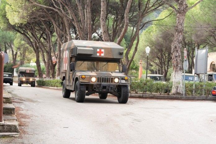 στρατιωτικοί γιατροί Δώρο Πάσχα 2020 και στο στρατιωτικό νοσηλευτικό προσωπικό Ένοπλες Δυνάμεις: Υγειονομικό Κέντρο Εκπαίδευσης Ανορθόδοξου ΠολέμουΣτρατιώτης καταδρομών τραυματίστηκε από χειροβομβίδα Στρατιωτικοί γιατροί