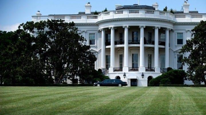 Κορονοϊός ΗΠΑ: Θερμομέτρηση στον Λευκό Οίκο ΗΠΑ Σερβία Κόσοβο