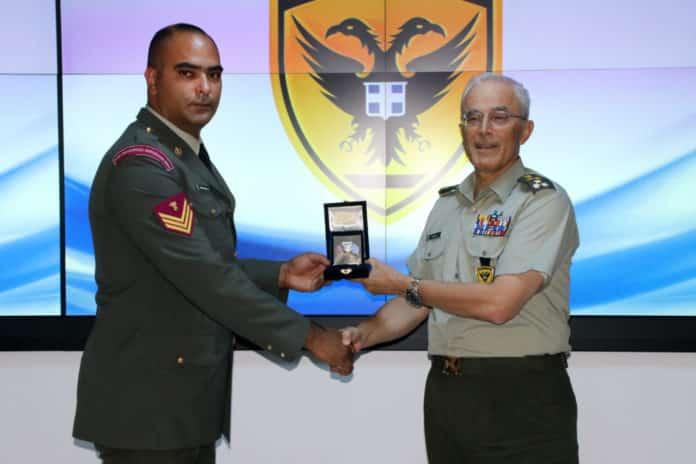 ΕΠΟΠ και στρατιώτης βραβεύτηκαν από τον Αρχηγό ΓΕΣ