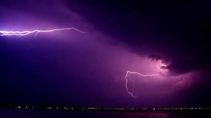 Αττική καταιγίδες Καιρός σήμερα 8/11/2019 Μπουρίνι στη Μαγνησία με κεραυνούς προκαλεί διακοπές ρεύματος