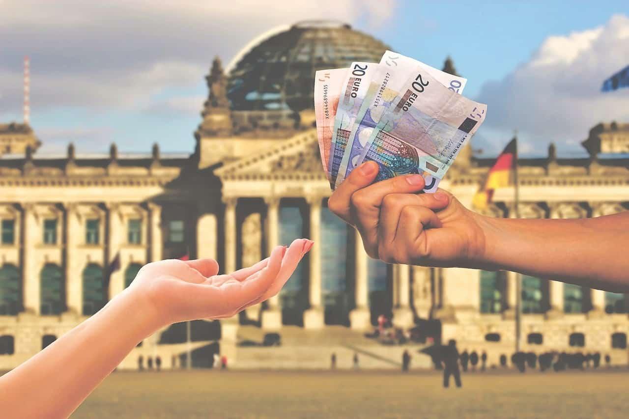 Κοινωνικό μέρισμα 2019 Συντάξεις Δεκεμβρίου 2019 ΙΚΑ ΟΑΕΕ - Ποιες ημερομηνίες πληρώνει κάθε ταμείο - Αναδρομικά συνταξιούχων Σύνταξη Οκτωβρίου 2019 Πληρωμή συντάξεων Οκτωβρίου 2019 ΚΕΑ Σεπτεμβρίου 2019 ΚΕΑ Αυγούστου 2019:Τι ώρα μπαίνει - Επίδομα Ενοικίου: Πληρωμή Συντάξεις Σεπτεμβρίου ΙΚΑ - ΟΠΕΚΕΠΕ πληρωμή - ΚΕΑ - Α21 ΟΠΕΚΑ
