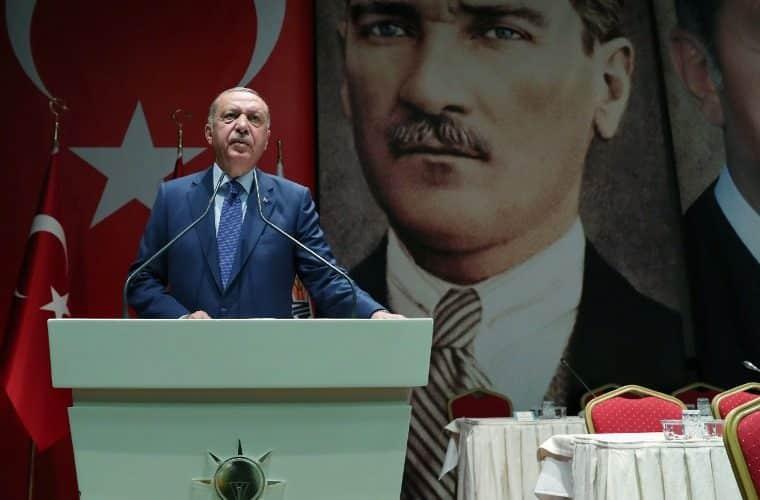 Ερντογάν: Απειλεί να «πλημμυρίσει» την Ευρώπη με 5,5 εκ. πρόσφυγες