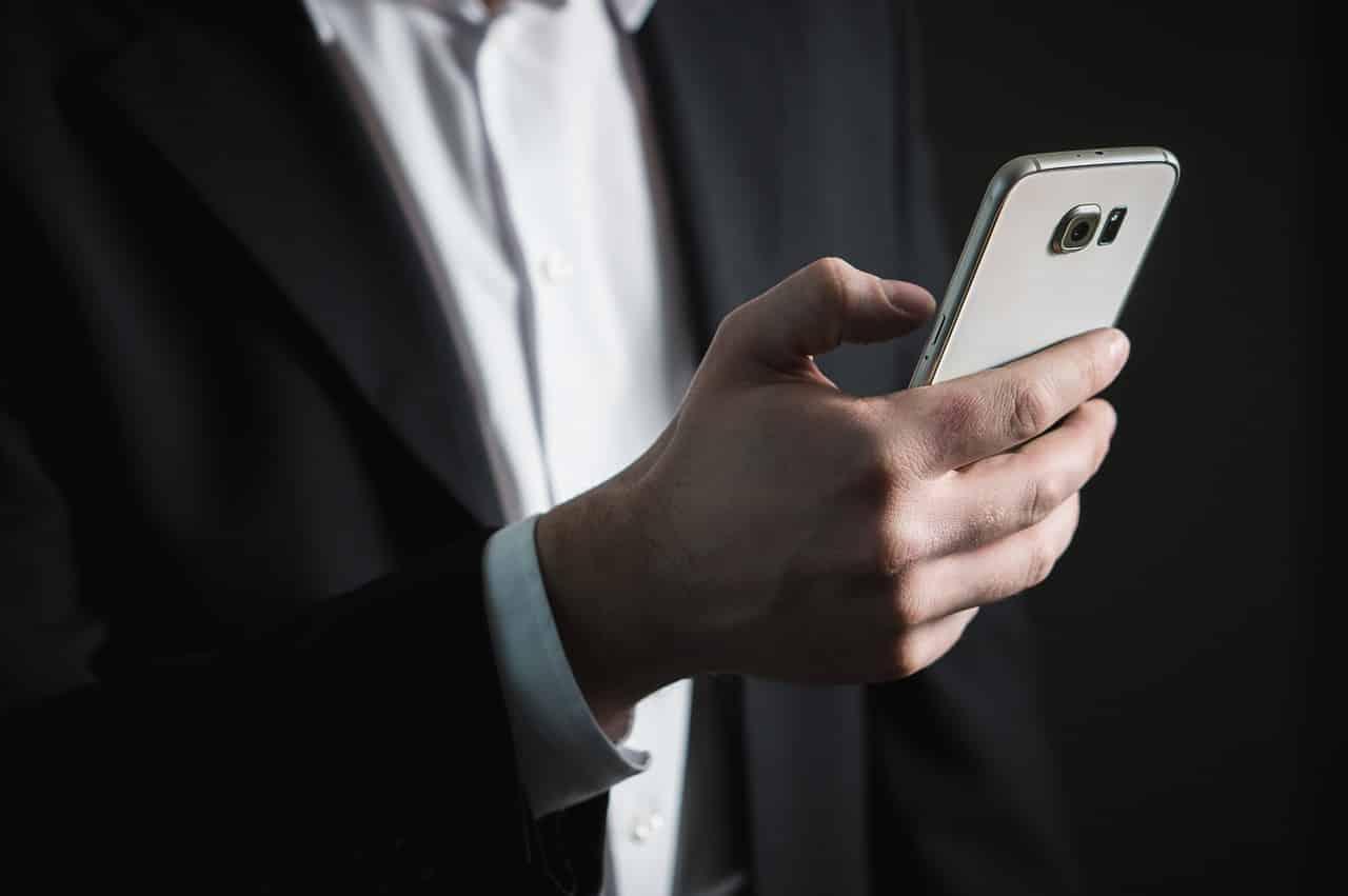Απαγόρευση κυκλοφορίας Αλλαγές στα όρια για sms στο 13033 Στρατιωτικός ( ; ) φωτογράφιζε παιδιά στον Άλιμο - Σοβαρή καταγγελία