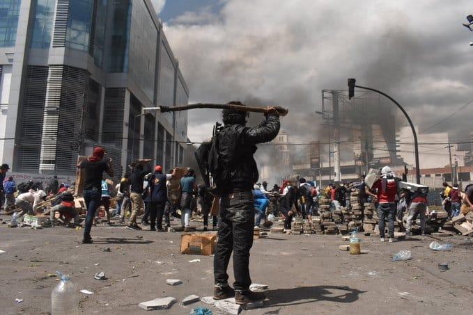 Ισημερινός: Στρατιωτικός νόμος και απαγόρευση κυκλοφορίας