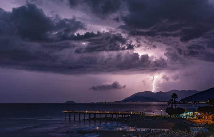 Καιρός 5/8 Κίτρινη προειδοποίηση για Αττική Μακεδονία Ήπειρο Αιγαίο Καιρός Έκτακτο Δελτίο ΕΜΥ - Πού θα χτυπήσει η κακοκαιρία - Meteo Αττική Θεσσαλονίκη σε