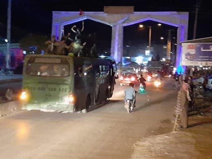 H στιγμή που Ρώσοι & Συριακός Στρατός μπαίνουν στο Κομπάνι