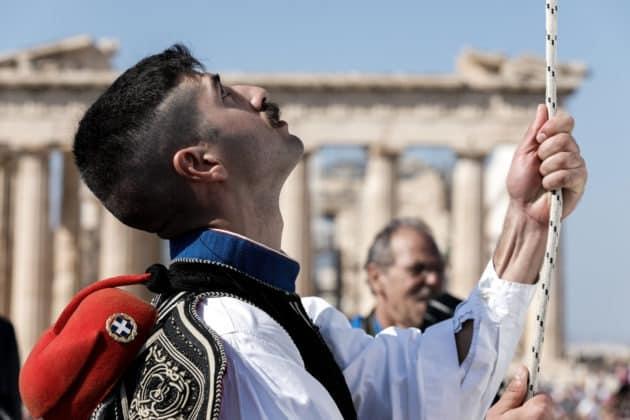 25η Μαρτίου Έπαρση σημαίας Χρόνια Πολλά Ελλάδα 28η Οκτωβρίου: Προεδρική Φρουρά έπαρση σημαίας - Ακρόπολη