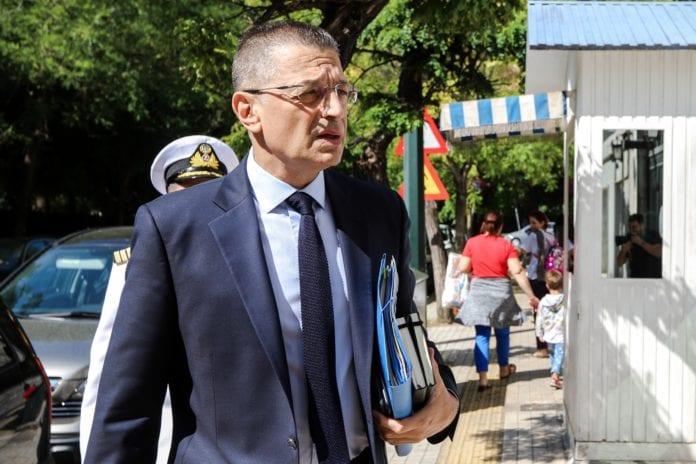 Απασφάλισε ο Στεφανής: Ποιον Αρχηγό προειδοποίησε με αποστρατεία Προσφυγικό: Η κατάσταση χειροτερεύει - Το αδιέξοδο της ΝΔ 28η Οκτωβρίου: Στην Κύπρο ο Αλκιβιάδης Στεφανής Ο Αλκιβιάδης Στεφανής ειδικός συντονιστής για το προσφυγικό