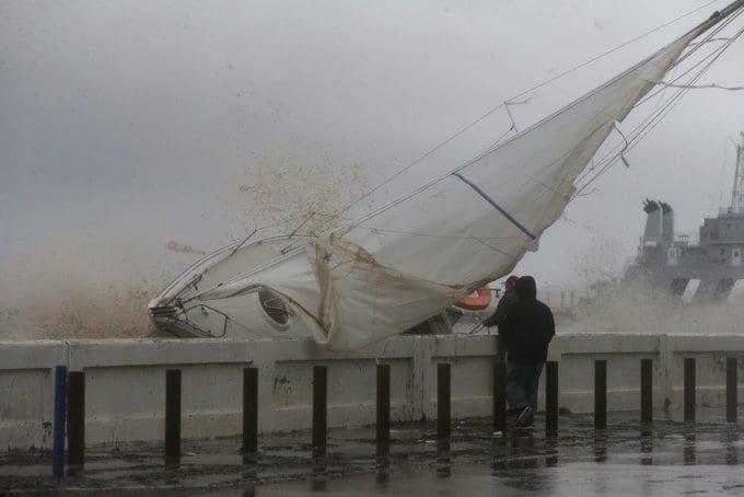 Κακοκαιρία στην Κυανή Ακτή: Πλημμύρες και αγνοούμενοι - Συναγερμός